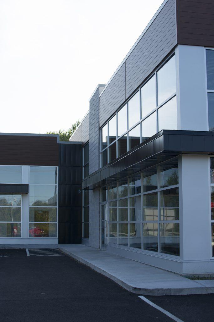 Bâtiment commercial Hardwood