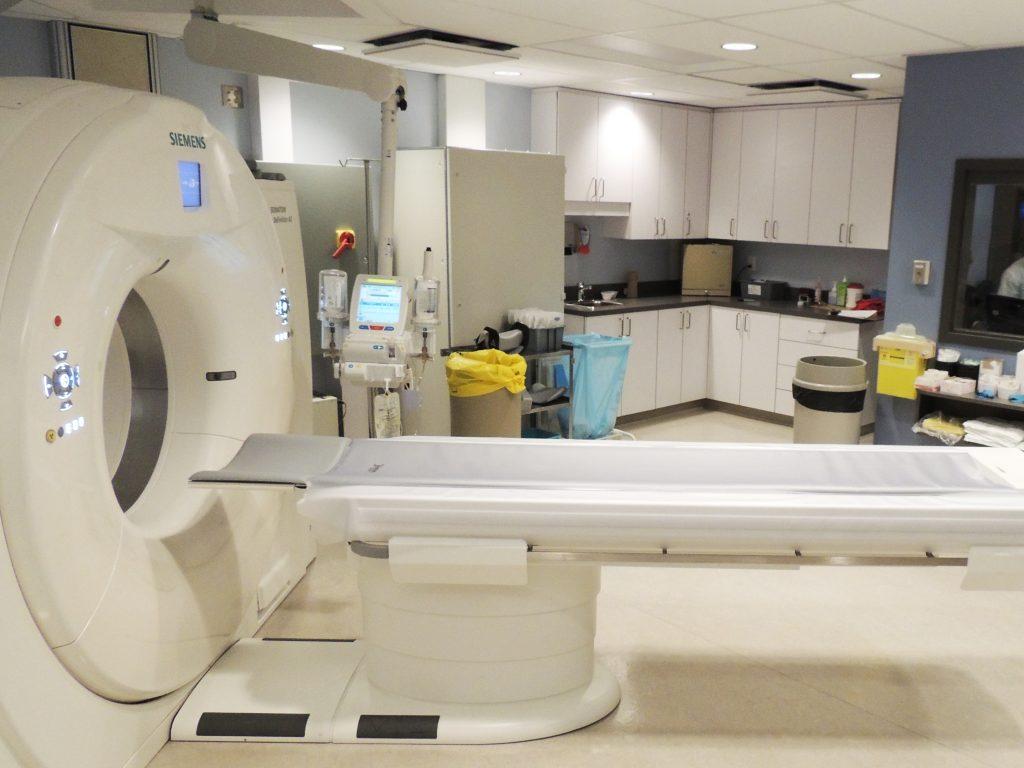 Réfection d'une salle de tomographie à l'Hôpital du Suroît